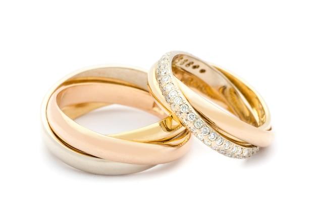 Alianças de casamento trançadas juntas