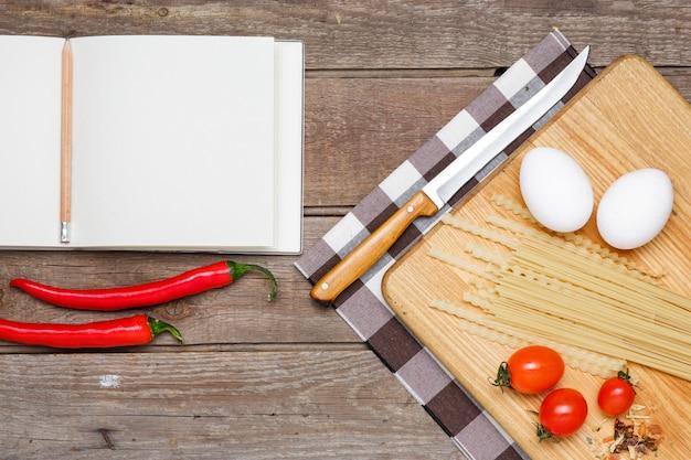 Alimentação saudável, macarrão dos tipos difíceis de trigo