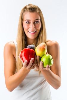Alimentação saudável, mulher com frutas e legumes