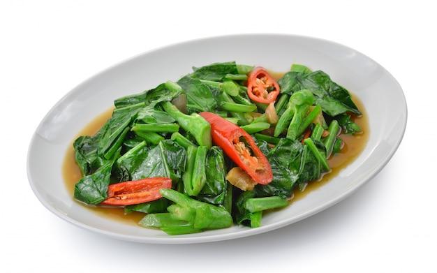 Alimento tailandês couve fritada com carne de porco friável.