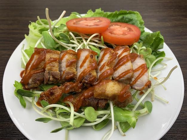 Alimentos cetogênicos que menos carboidratos e sem açúcar, mas muito gordos.