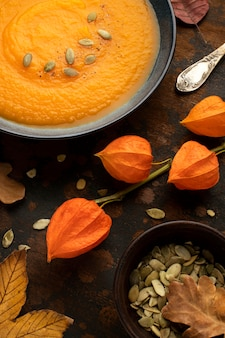 Alimentos de outono com sementes de abóbora vista elevada