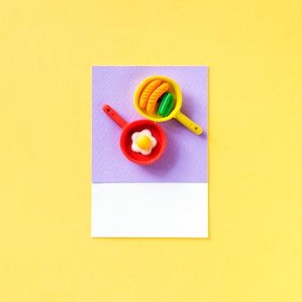 Alimentos fritos e brinquedos pan