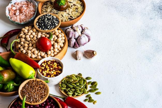 Alimentos orgânicos com cereais e legumes