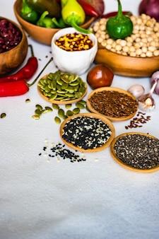 Alimentos orgânicos com cereais e vegetais e vegetais