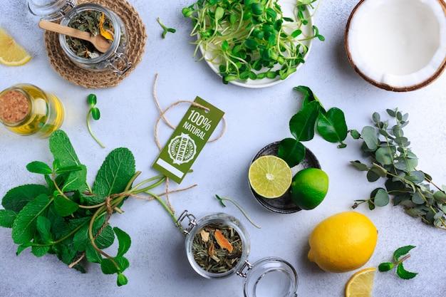 Alimentos orgânicos frescos para alimentos saudáveis, cozinhar na vista superior de pedra clara