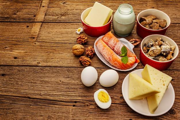 Alimentos que contenham vitamina d. queijo, ovos, manteiga, nozes, leite, sardinha, salmão, fígado