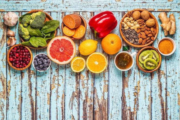 Alimentos que estimulam o sistema imunológico, vista de cima.