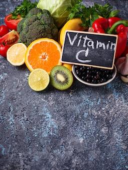 Alimentos ricos em vitamina c. alimentação saudável
