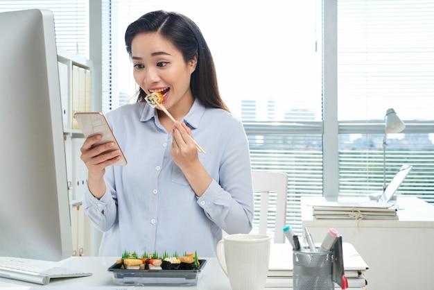 Almoçando no local de trabalho