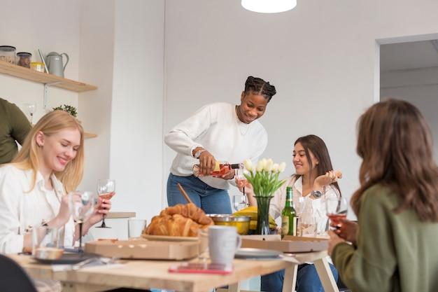 Almoço em casa com os amigos