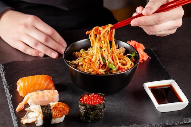 Almoço japonês de macarrão
