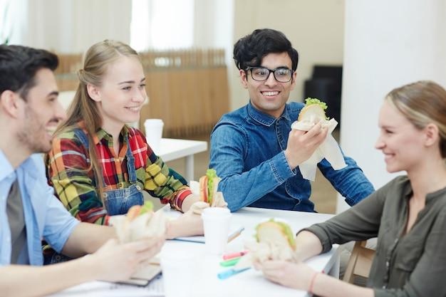 Almoço na faculdade