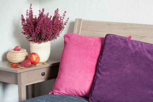 Almofada colorida acolhedor quarto em casa outono humor folha de flor