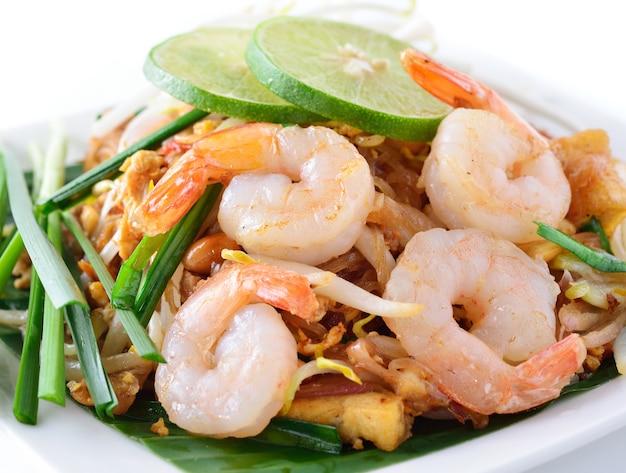Almofada tailandesa com camarão, estilo macarrão tailandês