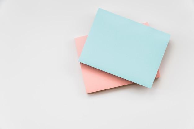 Almofadas de nota pegajosa colorida