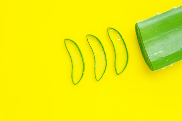Aloe vera é uma planta medicinal popular para saúde e beleza, amarela
