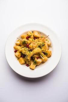 Aloo chaat ou alu chat é uma comida de rua popular originária do subcontinente indiano, especialmente no norte da índia
