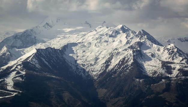 Alpes austríacos na primavera