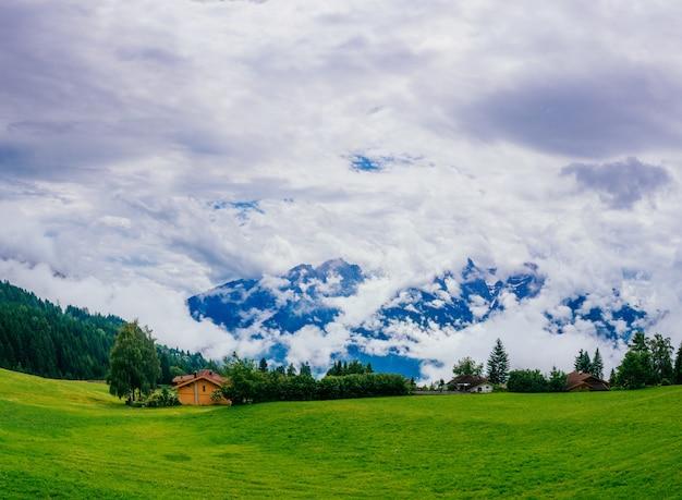 Alpes de verão maravilhoso