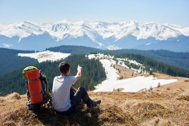 Alpinista com mochila