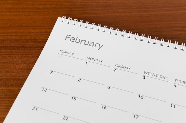 Alta visualização do calendário do mês de fevereiro