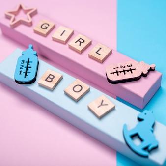 Alto ângulo de acessórios de bebê menina ou menino bonitinho