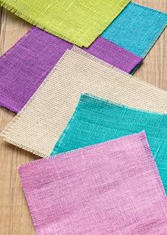 Alto ângulo de amostras de tecido para alfaiataria