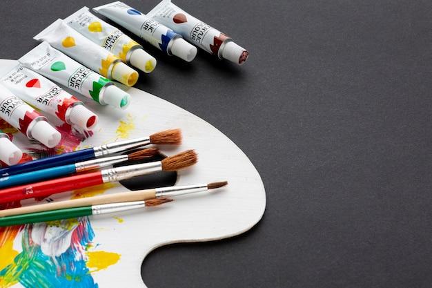 Alto ângulo de aquarelle colorido com espaço de cópia