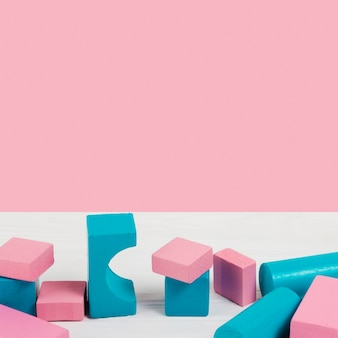 Alto ângulo de blocos de brinquedo de bebê colorido