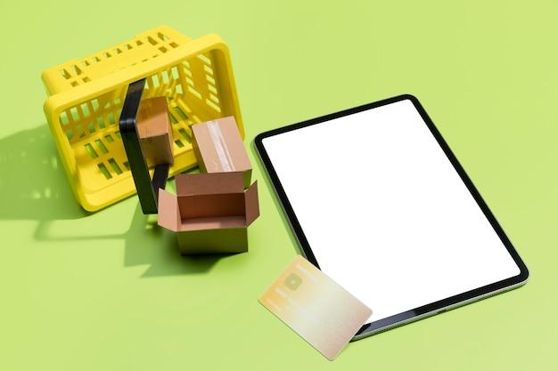 Alto ângulo de compras on-line com espaço de cópia
