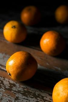Alto ângulo de laranjas de outono