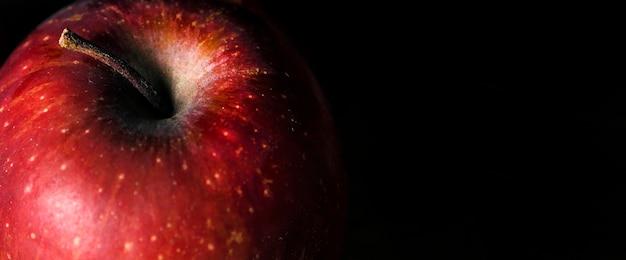 Alto ângulo de maçã de outono com espaço de cópia