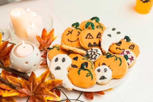 Alto ângulo do conceito de biscoitos de halloween