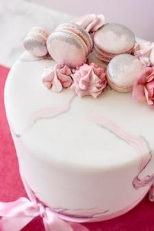 Alto ângulo do conceito de bolo de aniversário