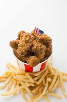 Alto ângulo do conceito de comida americana