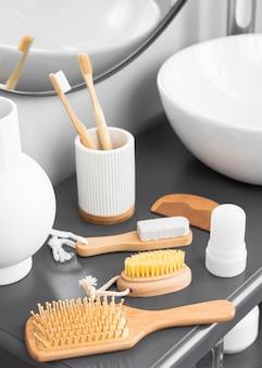 Alto ângulo do conceito de cosméticos ecológicos