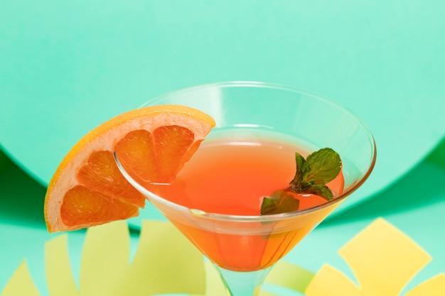 Alto ângulo do conceito de verão com cocktail
