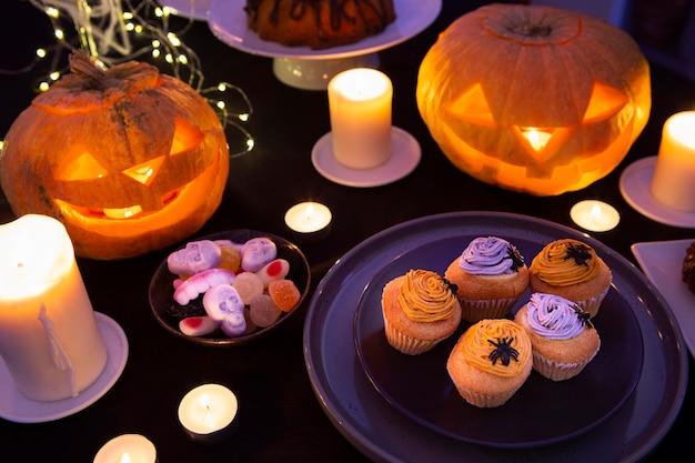 Alto ângulo do conceito doce de halloween