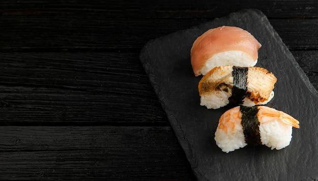 Alto ângulo do delicioso conceito de sushi