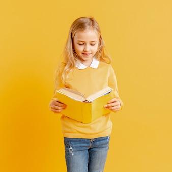 Alto, ângulo, menininha, leitura