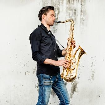 Alto saxofone artista clássico jazz músico sax concept