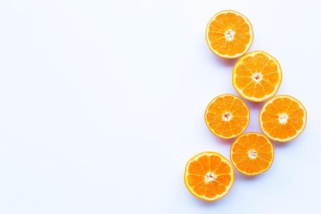 Alto teor de vitamina c. citrinos de laranja fresca. copie o espaço