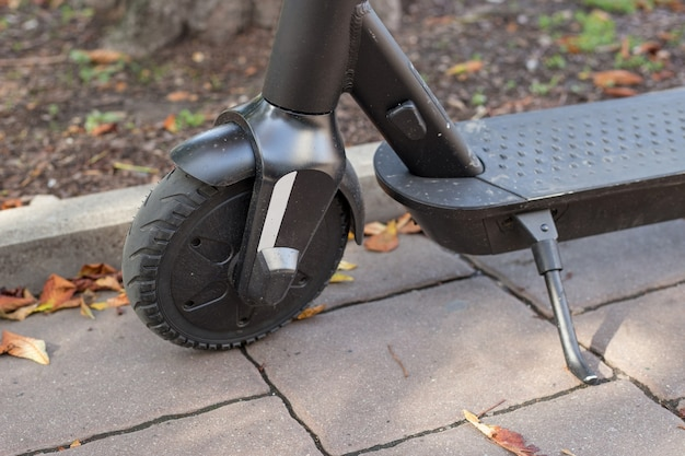 Aluguel de scooters elétricos. transporte urbano. maneira rápida e fácil de viajar.
