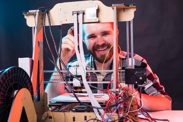 Aluna cria o item na impressora