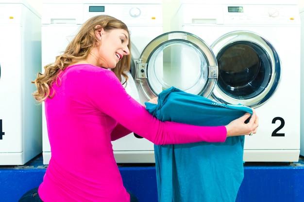 Aluna em uma lavanderia