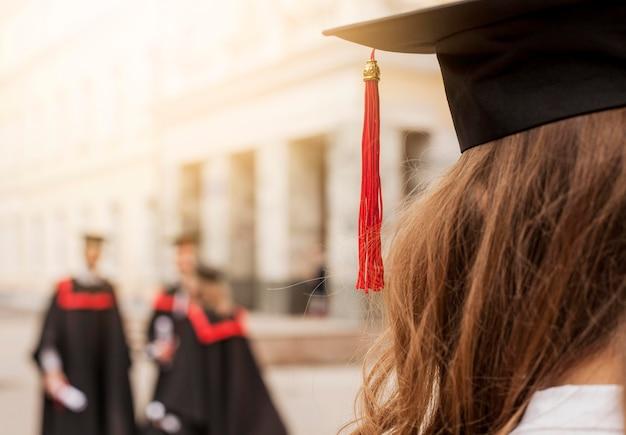 Alunos graduados em close-up