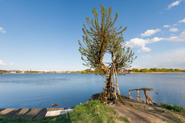 Alvenaria de madeira no lago