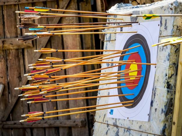 Alvo com flechas, competição de tiro com arco para precisão