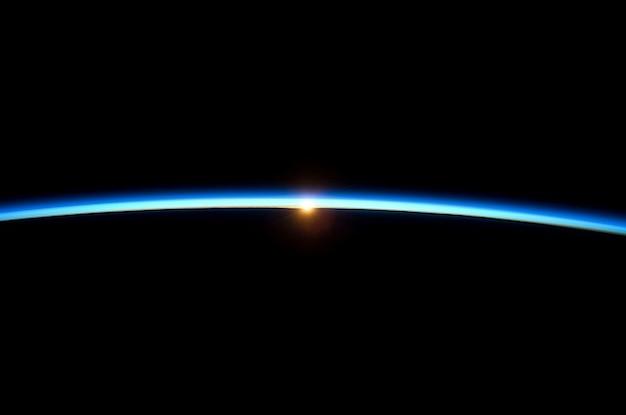 Amanhecer atmosfera globo terrestre planeta espaço